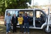 Multa é revertida em doação de van para ONG