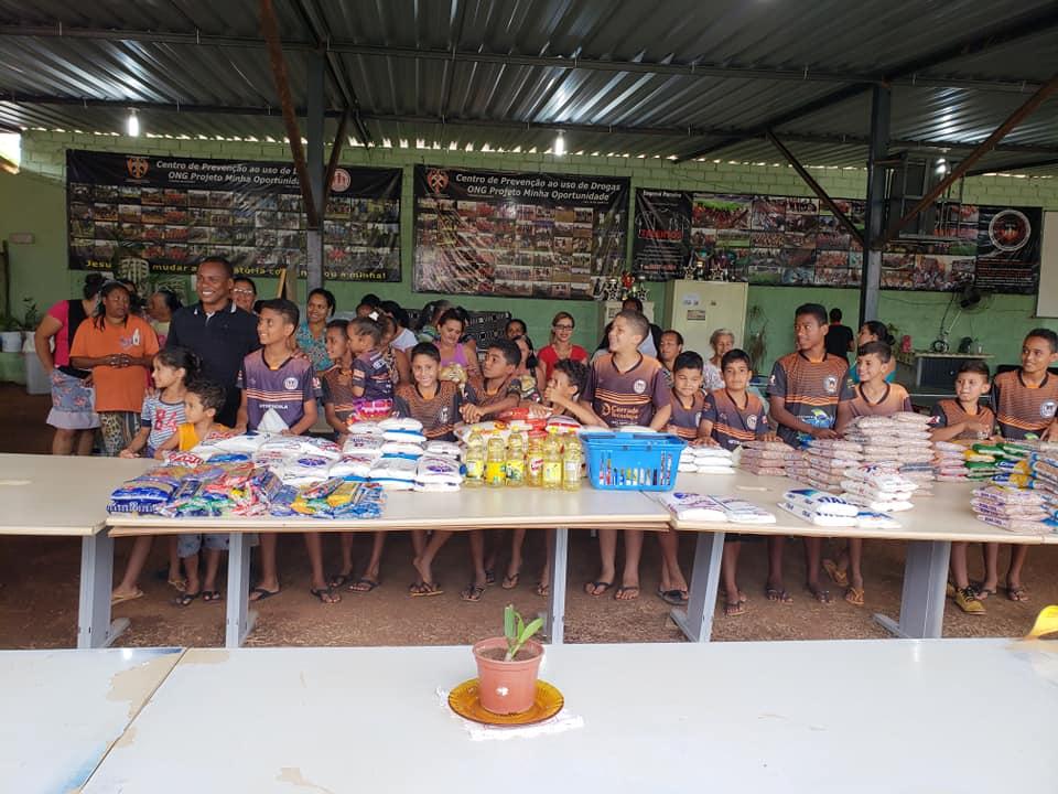 Projeto Minha Oportunidade recebe alimentos arrecadado no aulão do Enem