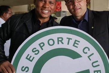 Recebendo doação do Mesa Brasil com o Goiàs Esporte Clube